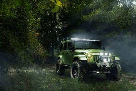 jeep screensaver jeep wrangler forest wallpaper 2048x1367 514907