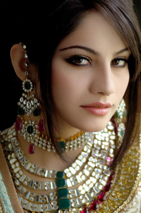 Name Of Model by Top Model And Neelam Muneer N Fashion