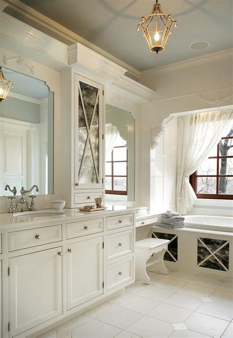 11 Awesome Traditional Bathroom Designs