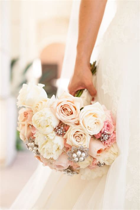 Best 25 Ivory Rose Bouquet Ideas On Pinterest White