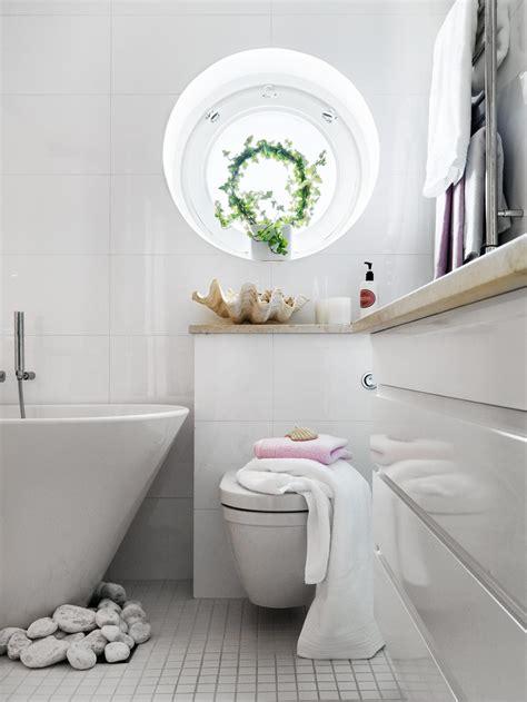 stylish small bathroom   unusual decor digsdigs