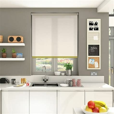 store enrouleur cuisine stores occultants selon l 39 intérieur et le type de la fenêtre