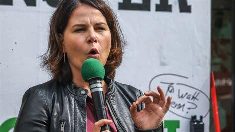 Das ist eine peinliche pannenserie. Grüne: Annalena Baerbock wehrt sich gegen Kritik von Klimaaktivisten