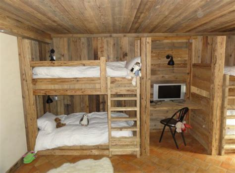 lit superposé avec bureau aménager pour une famille nombreuse un rien de découn