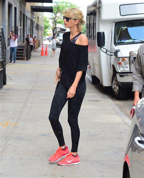 celebrities gym shoe  taylor swift julianne hough