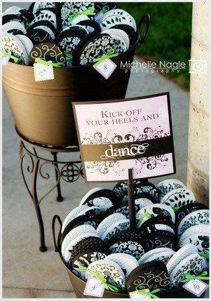 providing flip flops   wedding guests  wore