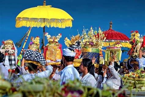 panduan wisata budaya indonesia  merayakan natal