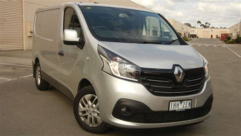 renault trafic short wheelbase twin turbo  review