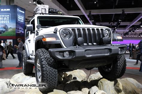 mopar jeep accessories la auto show bright white jl wrangler sport with mopar