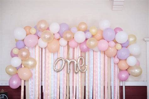 Great basic decoration for a birthday party. ARCH BALLOON ORGANIC GARLAND | Balloon wall decorations, Simple birthday decorations, Balloons