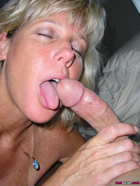 Wifebucket Hot Blowjobs From A Classy Mature Wife