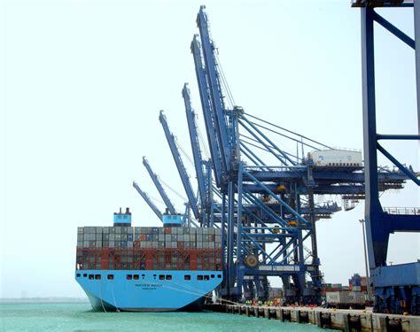 maersk mega ship calls  jeddahs red sea gateway