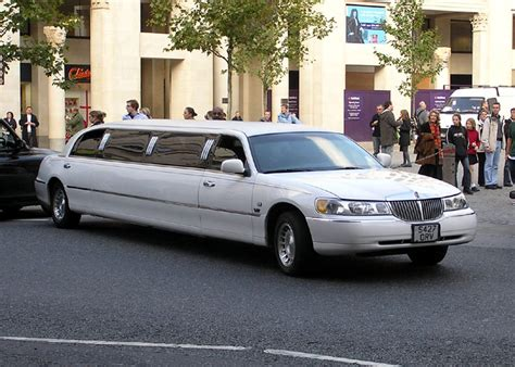 Limousine Service Cost by How To Choose Limo Services Stretch Limousine Hire In