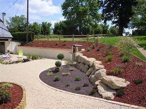 amenagement paysager d39une cour a bremoy 14 au naturel With marvelous grosse pierre pour jardin 10 un bassin naturel dans un jardin de rocaille jardins