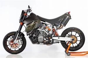 Super Moto Ktm : austrian scalps a bmw designer s take on the ktm 950 ~ Kayakingforconservation.com Haus und Dekorationen