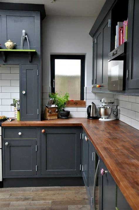 cuisine grise plan de travail en bois design de cuisine