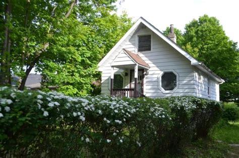 sq ft cottage  toronto