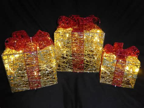 light  glitter gold  red indoor outdoor christmas