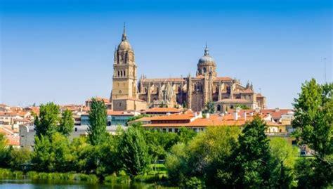 Astoņas burvīgas Eiropas pilsētas, par kurām daudzi ...