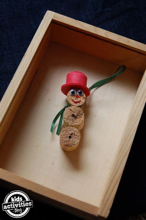 homemade ornaments     corks