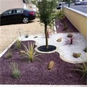 Parterre avec cailloux gravier concasse de marbre noir for Lovely decoration jardin avec cailloux 5 astuces deco jardin ardoise