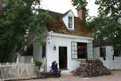 colonial cobbler shoe makers shop colonial williamsburg colonial house styles