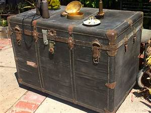 Rustic steamer trunk coffee table antique trunks chest for Outdoor trunk coffee table