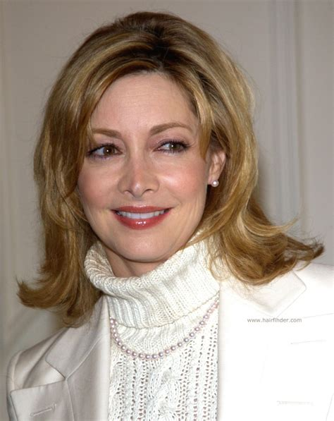 sharon lawrence middle length hairstyle