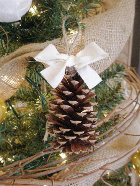decoracion de arboles con cinta material para hacer las decoraciones de invierno