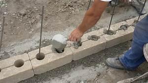 Betonsteine Gartenmauer Preise : gartenmauer selber bauen das errichten einer betonsteinmauer anleitung ~ Frokenaadalensverden.com Haus und Dekorationen