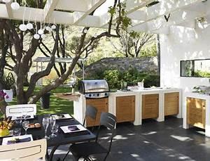 cuisine d39ete sous tonnelle bois barbecue table de cuisson With comment amenager mon jardin 0 comment amenager son toit terrasse blog quotma maison mon