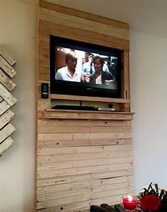 Porte Tv Mural : 1001 id es meuble tv palette le recyclage en cha ne ~ Teatrodelosmanantiales.com Idées de Décoration