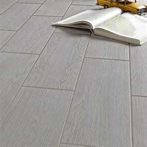 carrelage sol et mur gris clair effet bois avoriaz l20 x With carrelage effet parquet gris