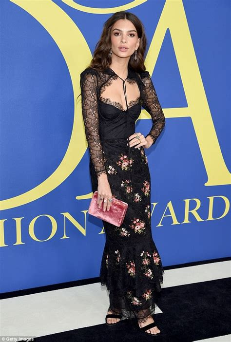 Emily Ratajkowski shows off svelte figure in floral-print ...
