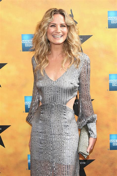 sugarland sexy jennifer nettles in dolly parton biopic who is she