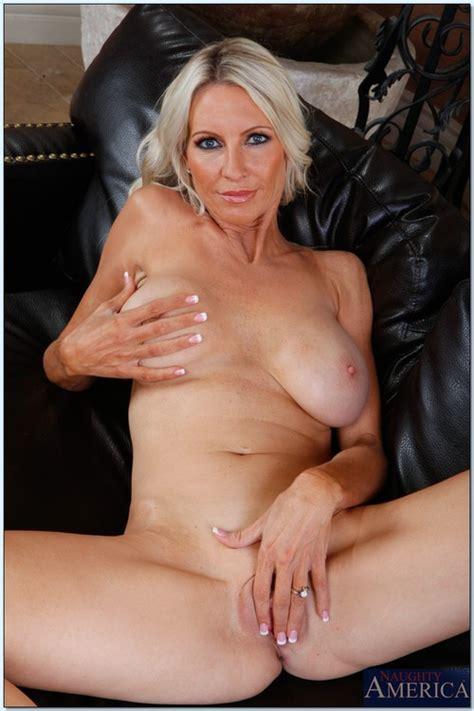Sexy Milf Emma Starr Got Her Twat Cock Loaded Milf Fox