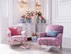 style shabby romantique en 50 meubles tissus et objets deco With tapis chambre bébé avec arche fleurs grimpantes