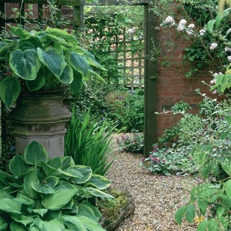 creating illusions of space in a small garden