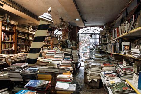 librerie a venezia libreria acqua alta venezia una delle librerie pi 249