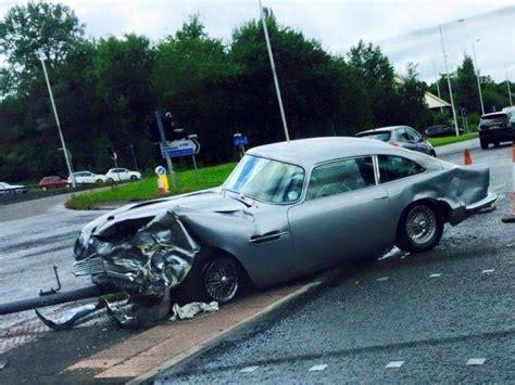 Martin Crash by Aston Martin Db5 Crashes In Manchester Gtspirit