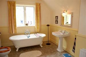 Self catering accommodation in downings middle house for Bathroom in middle of house