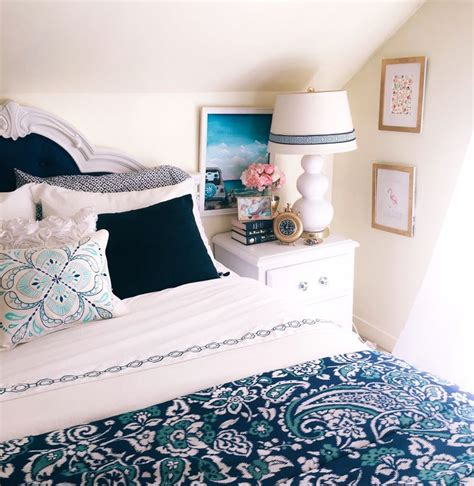 Bedroom Decor Blue And Gold by Best 25 Navy Gold Bedroom Ideas On Blue And
