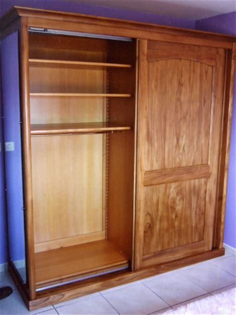 armoire chambre portes coulissantes fabricant d 39 une armoire contemporaine à portes