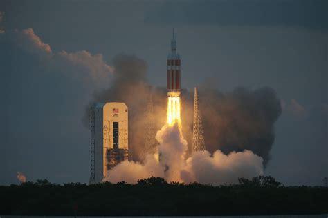 WATCH: NASA Orion Spacecraft Flight Splashdown Video ...