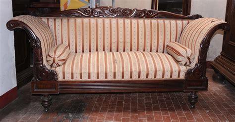 poltrone di legno divano e quattro poltrone in legno di mogano xix secolo