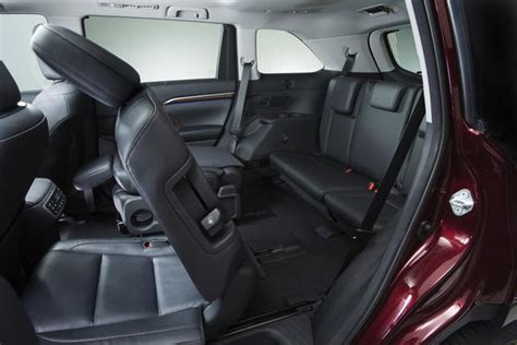 2013 Toyota Highlander Captains Chairs by Which 2014 2015 Three Row Suvs Offer Captains Chairs