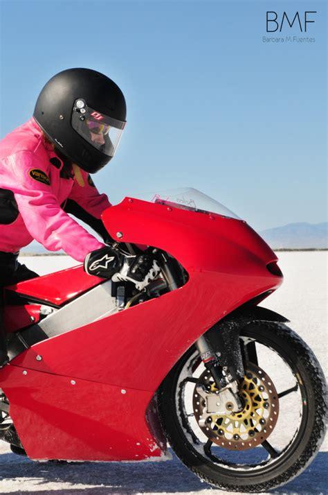 ladies  bonneville motorcycle speed trials  moto lady