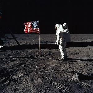 Landing On The Moon - Vintage Photographs - Photistoric
