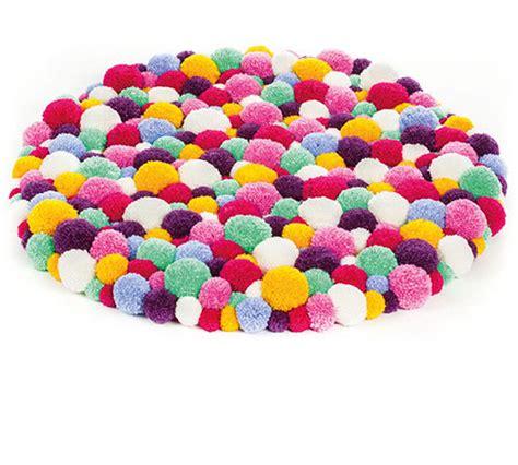 woll pompons selber machen pomponteppich aus woll heidi gratis webanleitungen im buttinette bastelshop