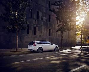 Volvo V60 Oversta Edition : volvo s60 und v60 als linje svart das kleine schwarze ~ Gottalentnigeria.com Avis de Voitures